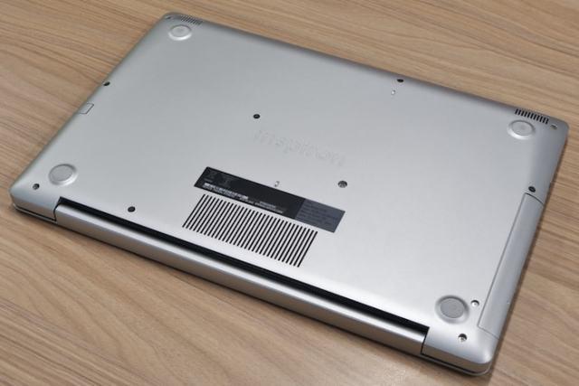 Dell Inspiron 15 5575 design and bild quality 2