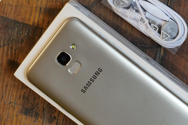 Samsung Galaxy J6 Review