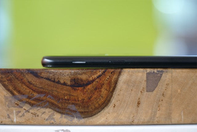 Samsung Galaxy A6 Plus right