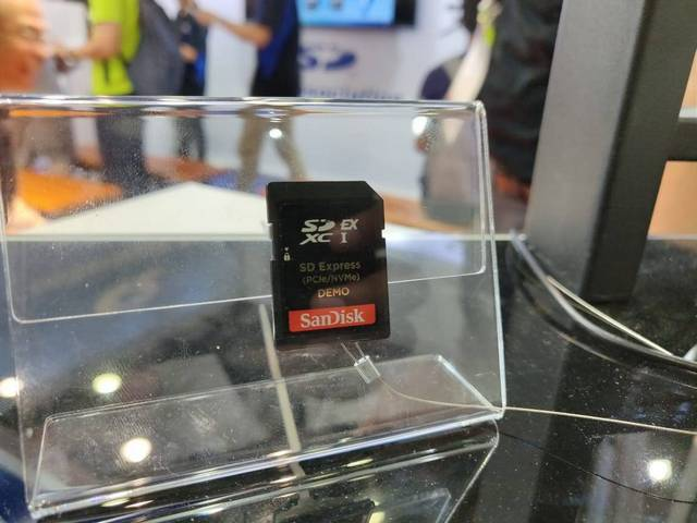 Next-gen SD Express at the MWC Shanghai booth (Image: Beebom)