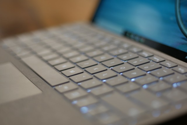 Surface Pro (2017) Keybaord and track pad00001