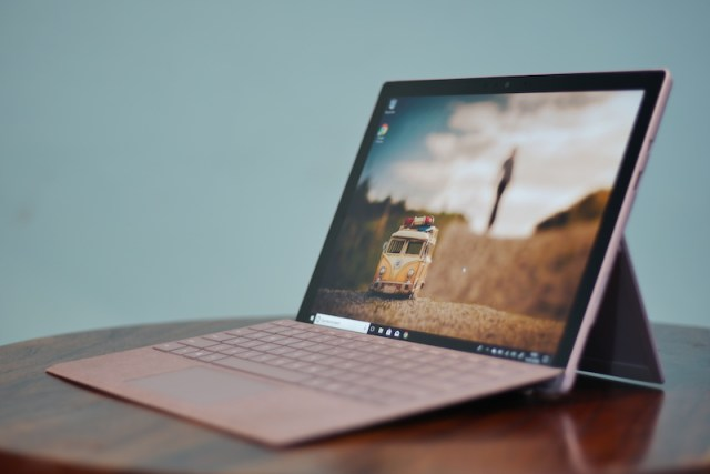 Surface Pro (2017) design00002