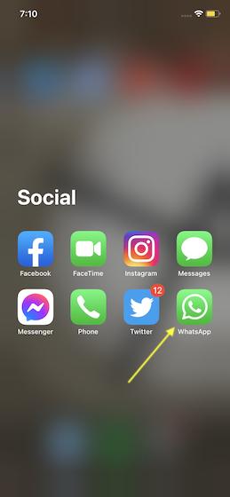 Запустите WhatsApp на вашем iPhone или Android