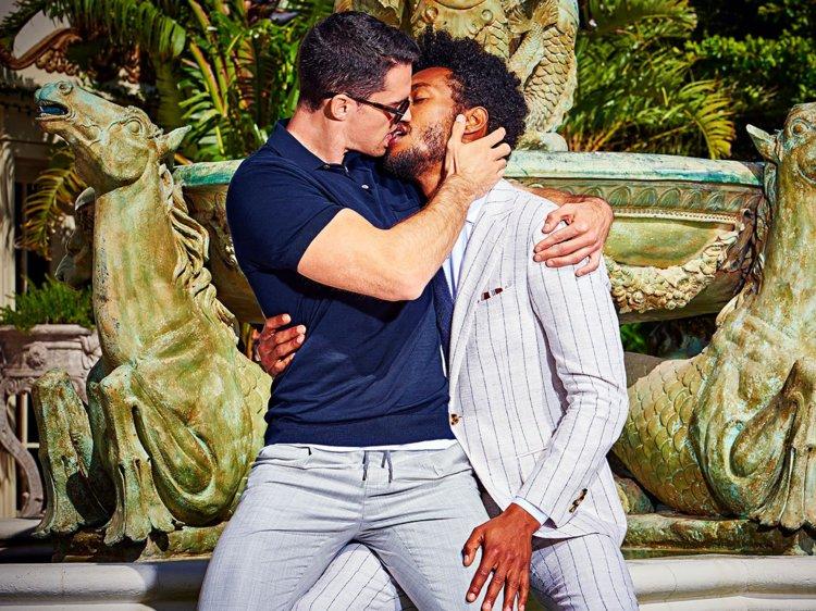 Zoenende mensen | Suit Supply zoenende mannen campagne