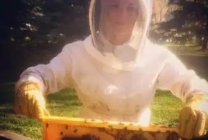 12 Steps to Start Beekeeping In Edmonton