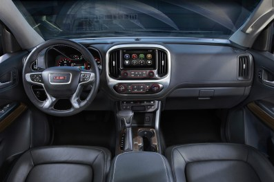 http---image.motortrend.com-f-roadtests-trucks-1401_2015_gmc_canyon_first_look-60391763-2015-GMC-Canyon-dash