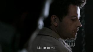 """""""Nghe tôi đây."""" Cas nói."""