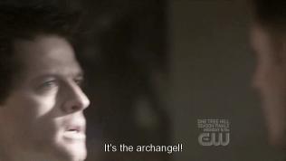 Và ở tập 18, ss 4, Cas đã từng nói với Dean là những gì nhà tiên tri đã viết ra không được phép thay đổi. Nếu Cas giúp Dean thay đổi nó thì một tổng thiên thần sẽ xuất hiện và tiêu diệt kẻ đó. Vậy nên khi đó, Cas đã không giúp được Dean nhiều. Nhưng lần này, vì Dean, Cas chấp nhận đối mặt với cơn thịnh nộ của tổng thiên thần kia. Bởi vì bọn họ đã thay đổi điều mà Chuck đã viết nên tổng thiên thần đã xuất hiện.