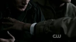 Nói cách khác là lại đánh dấu sở hữu của mình với Dean =))) (Cậu Sam là hàng đi kèm, mua 1 tặng 1)
