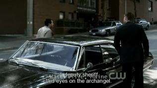 """""""Một cảnh sát đã nhìn thấy tổng thiên thần đó."""" - Cas đáp."""
