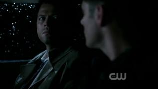 Họ nhìn nhau. *Rất thích cái cách mà họ an ủi và thông hiểu lẫn nhau*