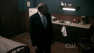 Dean biến mất.