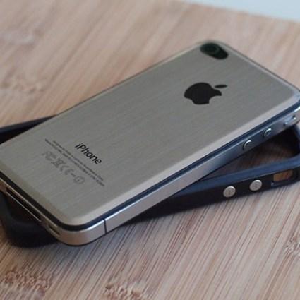 Une face en métal brossé disponible pour l'iPhone 4