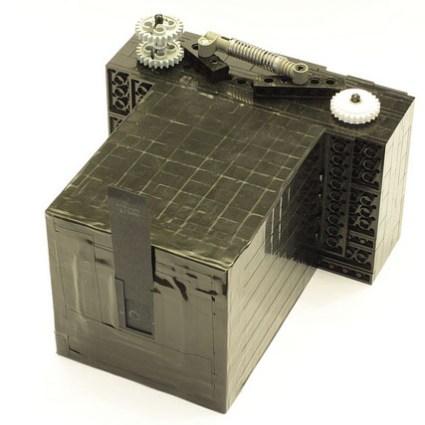 Un appareil photo d'antan entièrement réalisé en LEGO