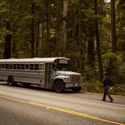 Un étudiant transforme un bus scolaire en une maison