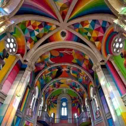 Une Église espagnole de 100 ans transformée en un skate park couvert de peintures murales par Okuda San Miguel