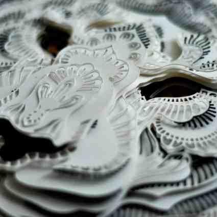 Découpes d'animaux en voie de disparition en papier / Patrick Cabral