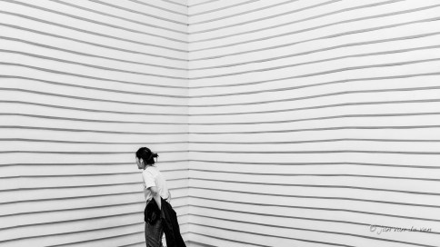 'broken white' van job koelewijn tijdens de dutch design week in het van abbemuseum