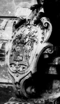 griffioenen met schild ingang kasteel oud
