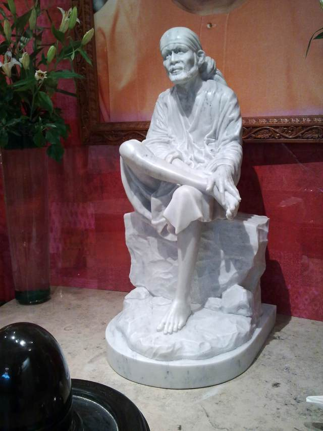 marble Shirdi Sai Baba Statue in Mandir/marmeren beeld van Shirdi Sai Baba in Mandir