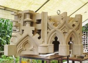 Baldachin von Mike Slotboom von Slotboom Steinmetze geschnitzt aus Winterswijk, bevor ich ging, um die Blumen zu hacken