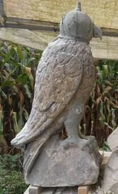 The falcon is plastiline aangeheeld.