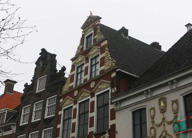 the gilded falcon is placed on top of the tympanum of the Valckenier House in Franeker