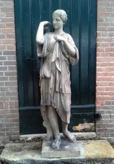 gerestaureerde Artemis beeld met nieuwe arm