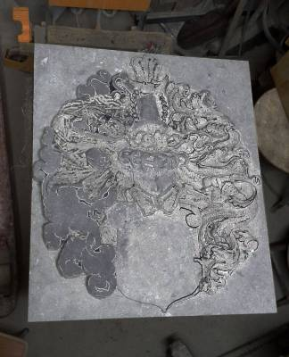 coat of arms in bluestone: 4-precarving mantling