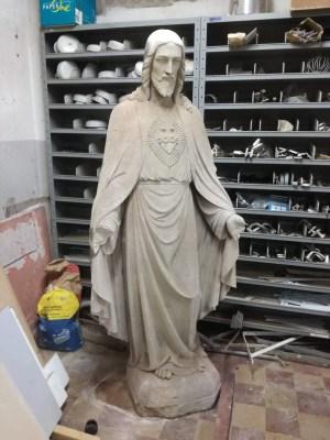 Heilig Hartbeeld kalksteen Ons Lieve Heer in de kelder