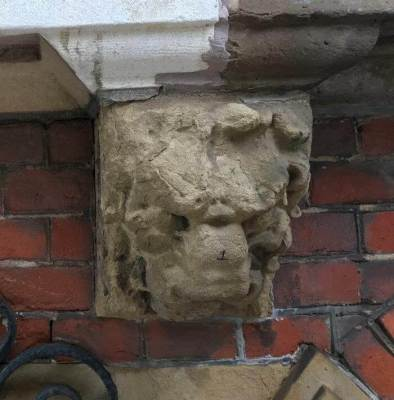 Four grotesques in Amsterdam, lion's head 1, weather-beaten
