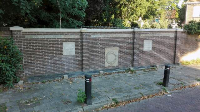 Memorial Appelweg-the new situation: sandstone capping blocks- and capping stones