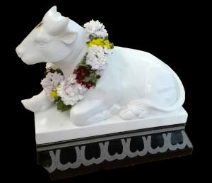 reclining bull in white marble with garland