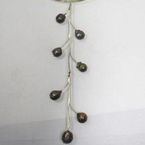 真珠のチョーカー