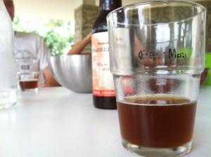 שותים ונהנים. חצר הבירה בבית מאירוביץ'.