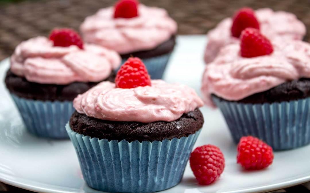 Schokocupcakes mit Himbeertopping