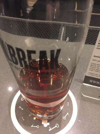 jailbreak-brewery-maple-ridge-amber-ale-004