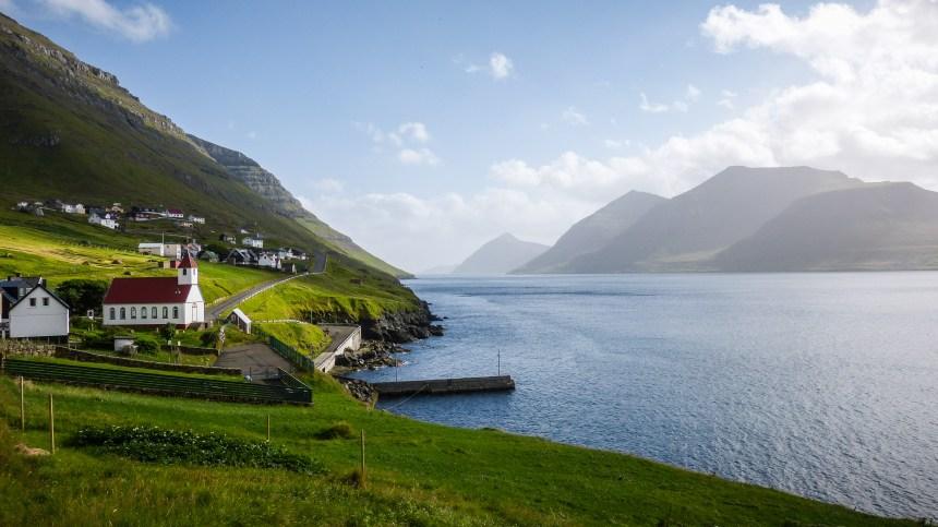 Kunoy die Fraueninsel auf den Färöer Inseln