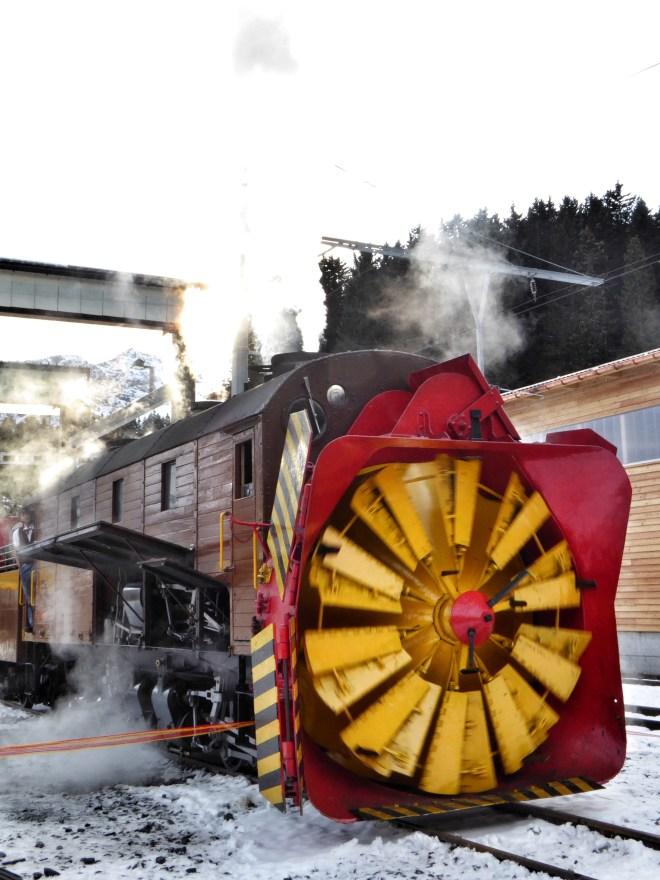 """die """"Grand-Old-Lady"""" aller Dampfschneeschleudern mit der Bezeichnung Xrot d 9214"""