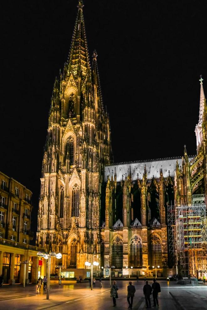 Dicke Pitter Kölner Dom Nachts beleuchtet St. Petersglocke Massivumformung