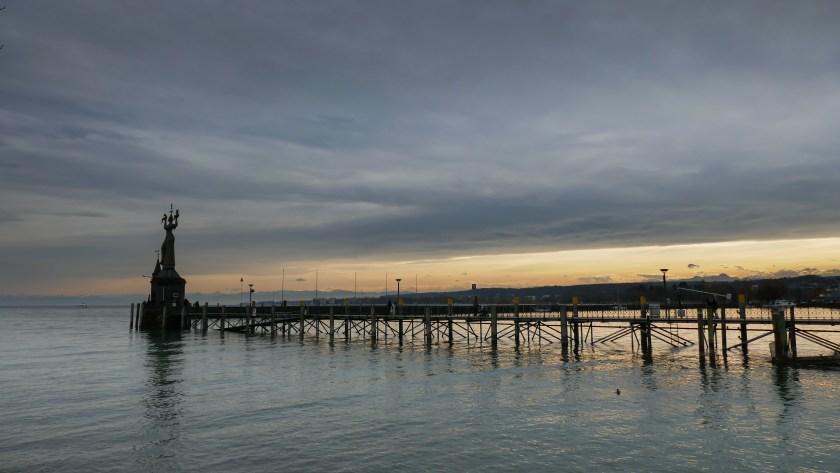 Hafen von Konstanz im Winter Föhn Hochnebel