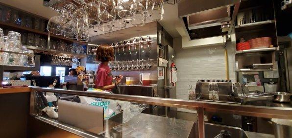 Ottotto Brewery Shibuya Inside 1・オットットブルワリー渋谷道玄坂店店内1