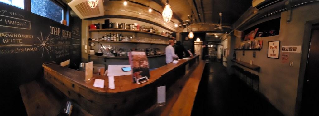 Voyager Craft Beer & Book Bar Inside・クラフトビール&ブックバー店内