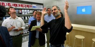 steve jobs in apple store
