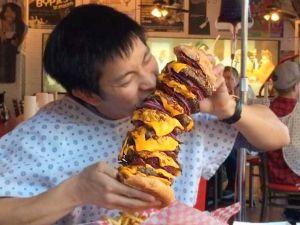 Heart Attack Grill hamburger gigante