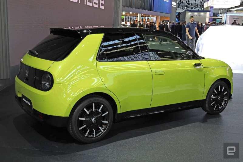Honda e jaune électrique