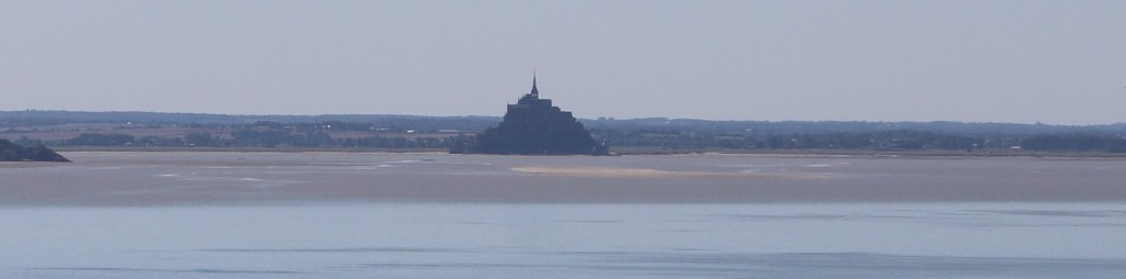 Mont Saint Michel depuis le GR® 223 et les falaises de Carolles-Champeaux -Crédit photo Beevouak JMF tout droit réservé-