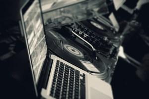 Be for live est composée d'un regroupement de DJ généralistes et de DJ compétents dans des univers musicaux différents.
