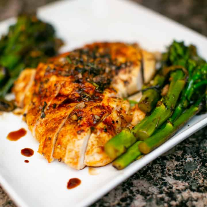 Simple and Juicy Oven Baked Chicken Breast Recipe ...