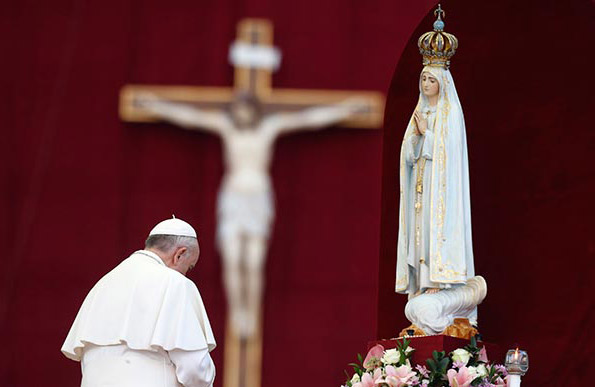 https://i2.wp.com/beginningandend.com/wp-content/uploads/2018/02/Pope-Francis-bow-and-worship-of-Mary-statue-Idolatry-and-Pagan-worship-in-Roman-Catholic-Church.jpg